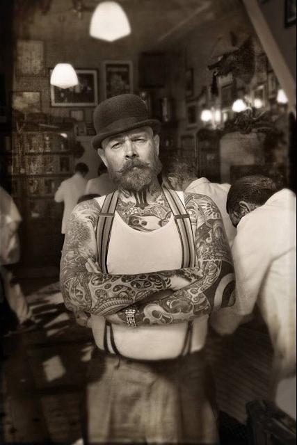 Bertus - người đồng sáng lập và cũng là gã thợ cắt tóc có tiếng ở Schorem