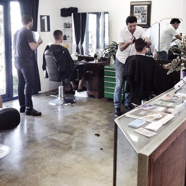 Một góc tất bật tại Jack The Snipper Barbershop