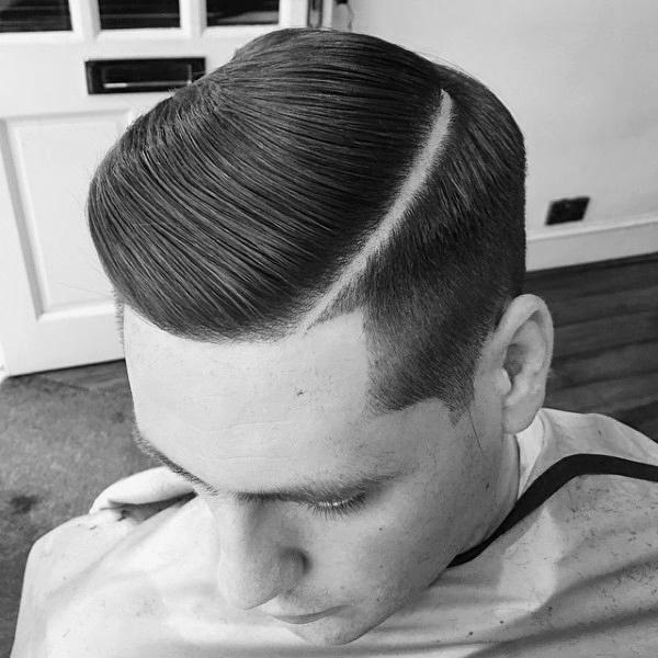 Tóc có mật độ từ bình thường cho đến dày / nhiều. Mặc dù đường chia khá rộng nhưng để ý kĩ thì mật độ tóc mọc cũng khá dày đặc.